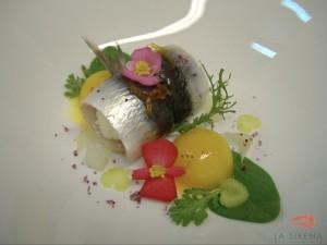 sardina marinada y bombón helado de mandarina